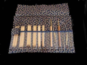Kinki Amibari Bamboo Miniature Needle & Crochet Hook Set - Blue Cherry Blossom Fabric