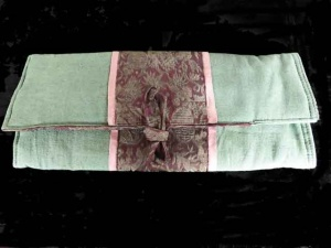 Lantern Moon Combination Needle Case Green / Burgundy