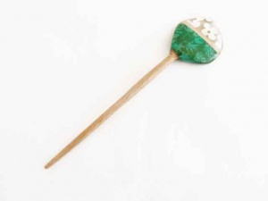 Clear Resin Cut Inlay Flower Shawl Stick - Jade