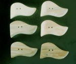 Kauni Light Wavy Edge Buttons