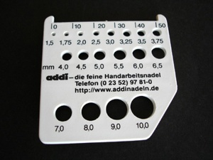 Addi 3 in 1 Knitters Tool - Gauge / Cutter / Measure