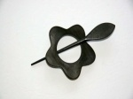 Pollika Daisy Shawl Pin - Black